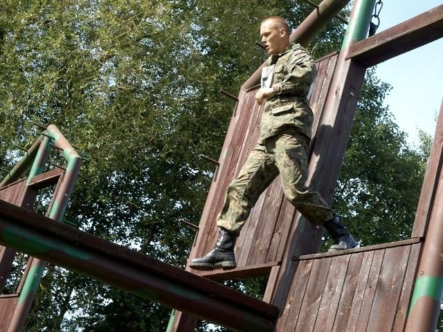 """""""Małpi gaj"""", jedna z konkurencji, z którą muszą zmierzyć się żołnierze."""