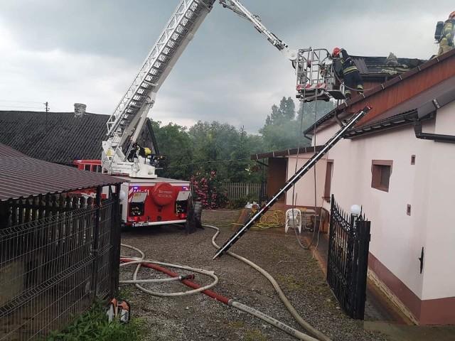 Pożar poddasza w miejscowości Sternalice.