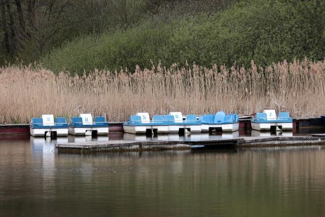 Flota rowerów wodnych MORiW-u nad Rudnikiem jest już zwodowana. I czeka na amatorów wycieczek po jeziorze