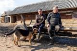 Rolnicy. Podlasie. Tak mieszkają Gienek i Emilka, najsłynniejsi rolnicy w kraju i gwiazdy programu Fokus TV z Plutycz i Ranczo Laszki