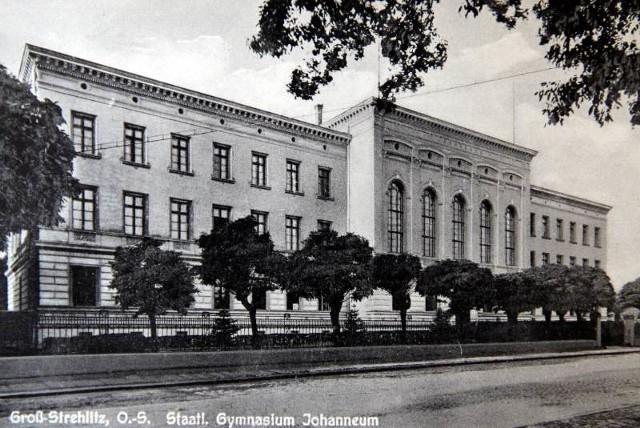 Nowy budynek gimnazjum został oddany do użytku w 1872 r. i pod koniec tego roku pierwsi maturzyści opuścili mury szkoły.