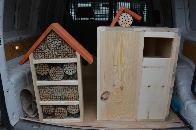 Tym razem gmina Sulechów chce zadbać o kolejne ptaki zamieszkujące sulechowską gminę i zakupił budki dla pustułki zwyczajnej, puszczyka oraz dla pszczół murarek i trzmieli.