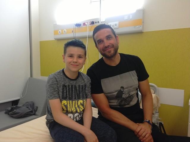 W warszawskim szpitalu Mateusz Romanowski miał okazję poznać m.in. znanego aktora - Marcina Dorocińskiego.