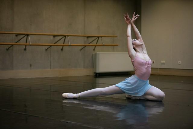 Tak wyglądały audycje baletowe w Operze i Filharmonii Podlaskiej. Spośród 30 tancerzy wyłoniono 4 pary, które zaprezentują swoje umiejętności już we wrześniu.