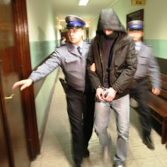 Chłopak przyznał się do zabójstwa, zaprzeczył jednak jakoby wykorzystał matkę seksualnie.