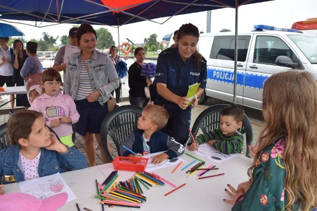 Atrakcje dla dzieci przygotowali m.in.  funkcjonariusze KPP w Nakle