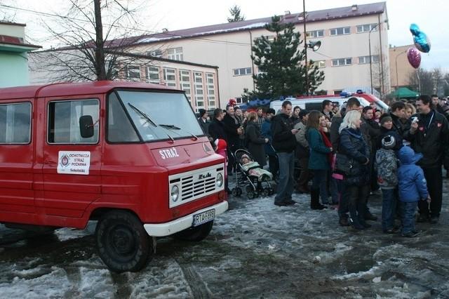 W Gorzycach w czasie licytacji strazacki żuk z 1978 ofiarowany przez OSP z Sokolnik roku trafił do nowego właściciela za 2100 złotych.