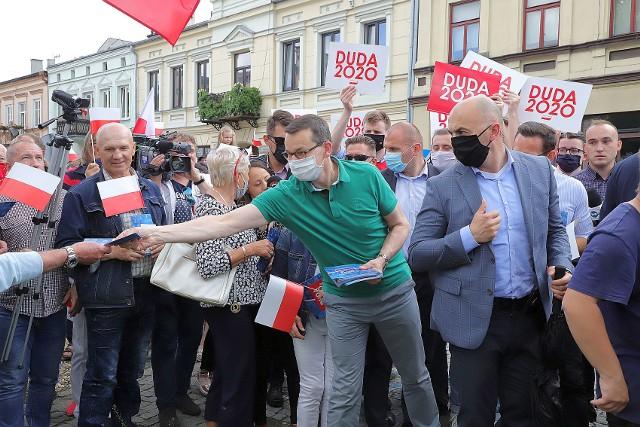 Premier Mateusz Morawiecki rozmawiał w niedzielę z mieszkańcami Brzezin.