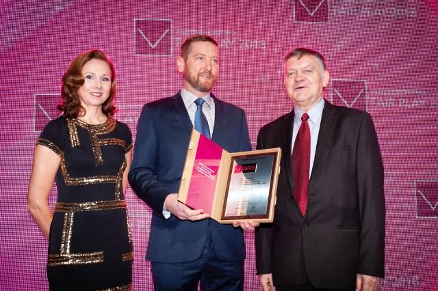 W imieniu spółki certyfikat odebrał prezes Damian Koza-Sankowski (w środku)