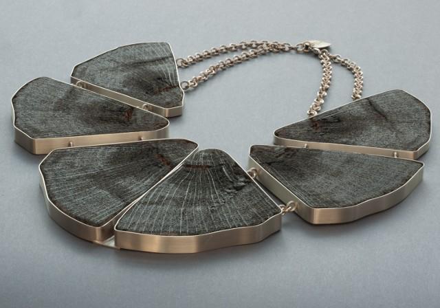 Naszyjniki z 1000-letnich dębów można zobaczyć w Rezerwacie Archeologicznym Genius loci