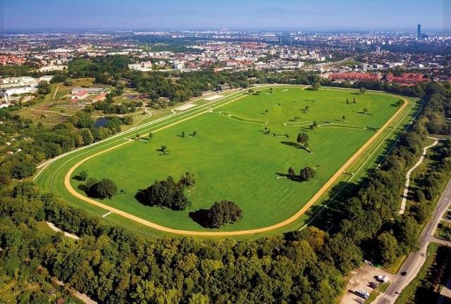 Rozbudowa parku linearnego na Partynicach we Wrocławiu.