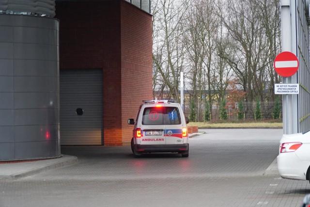 W jednym z poznańskich szpitali pracuje lekarka, która niedawno miała niedawno wrócić z Włoch, w których szaleje koronawirus. Z kolei w innym szpitalu, w jednym z wielkopolskich miast, lekarce zmieniono grafik, tak że w najbliższym czasie nie będzie miała dyżurów