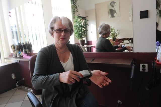 """Małgorzata Nowakowska od lat przyjmuje w salonie fryzjerskim """"Rondo""""  niepełnosprawnych. Jest jedną z laureatek  ubiegłorocznej akcji społecznej, prowadzonej przez fundację Prodeste, wspierającą osoby z autyzmem."""