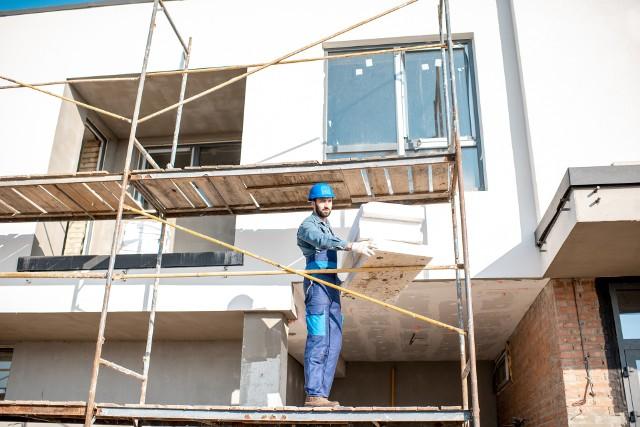 Wywodzące się jeszcze z PRL-u przepisy dotyczące rusztowań mogą niekiedy stwarzać zagrożenie dla pracowników podczas budowy czy termomodernizacji.