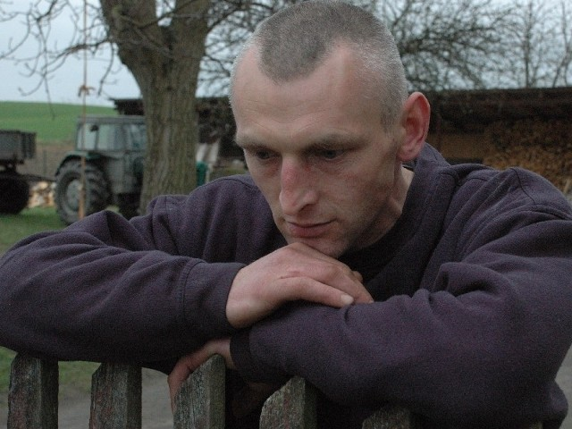 - Utrzymuję pracownika opieki społecznej - mówi wprost Jarosław Ślusakowicz o swej sytuacji