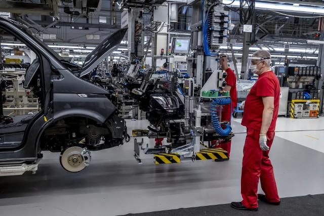 Volkswagen Poznań wraca do pracy po 5-tygodniowej przerwie.Kolejne zdjęcie -->