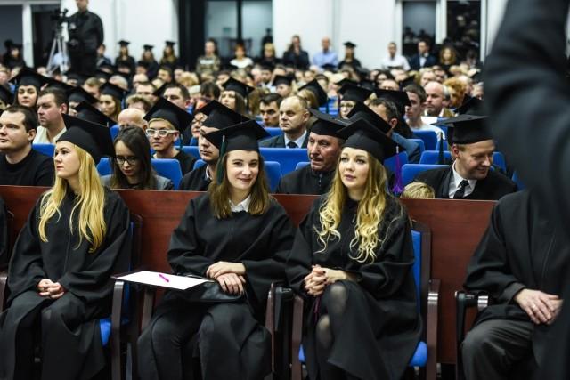 Przejdź dalej, żeby zobaczyć ranking top 10 najbardziej opłacalnych kierunków studiów w Poznaniu ---->