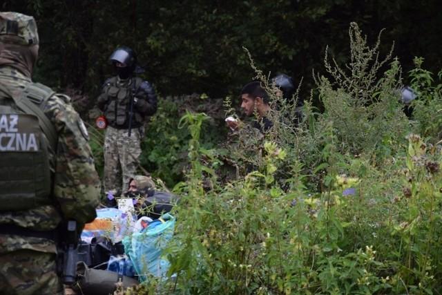 Kolejny dzień uchodźców na granicy polsko-białoruskiej. Zostało już 10 osób? Reszta miała wrócić na stronę Białorusi
