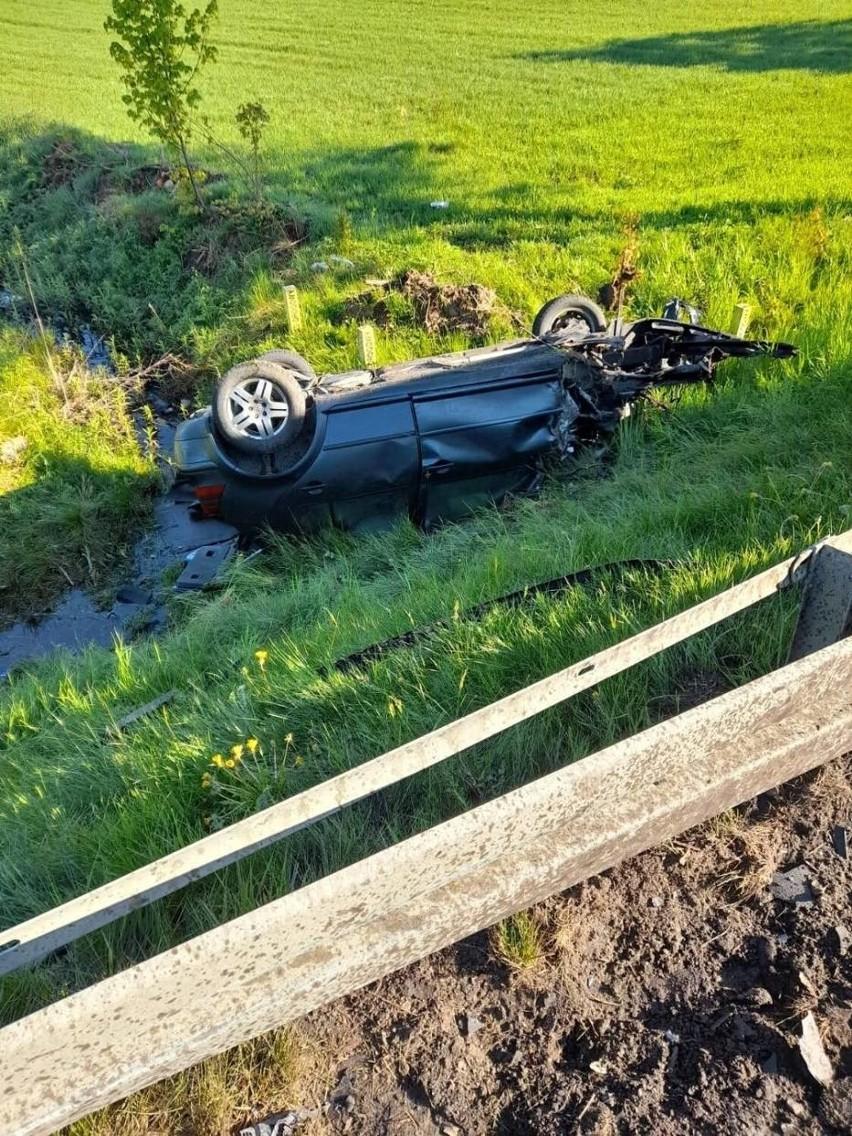 Kolizja w Egiertowie 24.05.2021 r. Golf zderzył się z ciężarówką, a potem dachował!