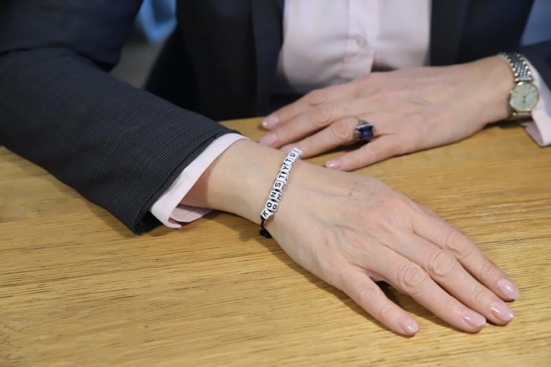 Prezydent Zdanowska i tak najczęściej nosi bransoletkę z...