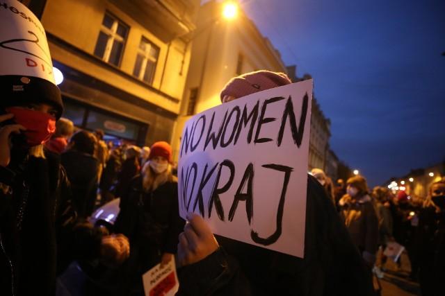 Strajk Kobiet w Katowicach rozpoczął się 23 października. Protesty odbywają się codziennie w wielu miastach i miasteczkach w Polsce