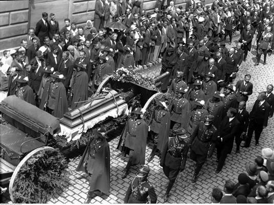 1934r. Kondukt pogrzebowy na ulicach Nowego Sącza.