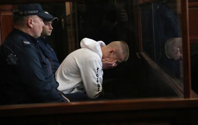"""Tomasz Komenda, skazany na 25 lat więzienia za gwałt, którego nie popełnił, w 2004 r. był badany przez dwie ekspertki ds. psychiatrii. Dziennikarze """"Gazety Wrocławskiej"""" dotarli do dokumentu, który pozostał po tym badaniu. Stanowi on świadectwo koszmaru, jaki mężczyzna przeżywał w więzieniu... Czytaj dalej na kolejnym slajdzie."""
