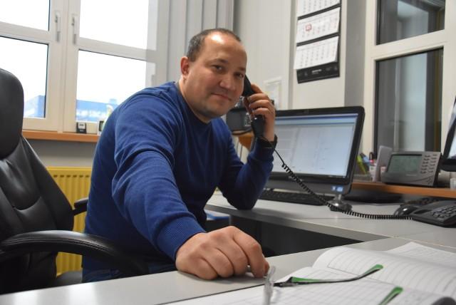 Marek Dunka jest jednym z dwóch dyspozytorów, którzy na co dzień odpowiadają za odśnieżanie dróg w KatowicachZobacz kolejne zdjęcia. Przesuwaj zdjęcia w prawo - naciśnij strzałkę lub przycisk NASTĘPNE