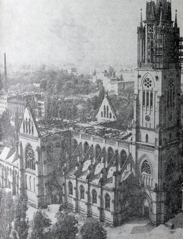 Pożar katedry wybuchł w maju 1971 roku