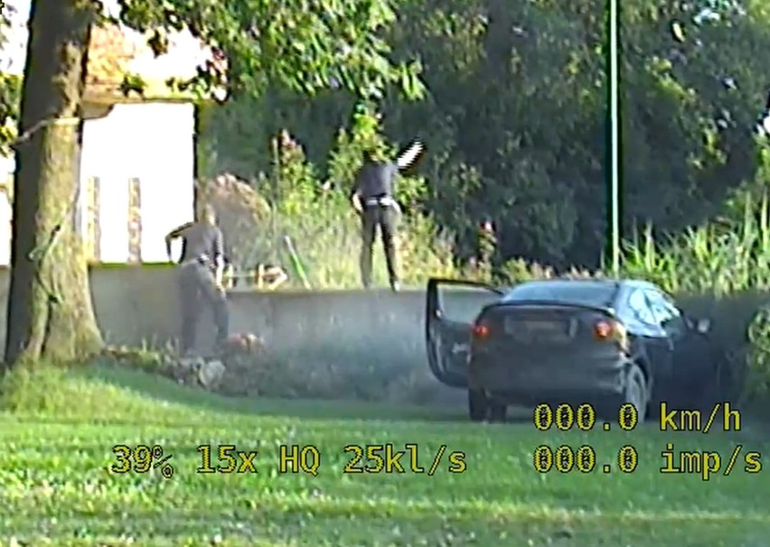 Uciekał przed policją drogą nr 8 Wrocław - Kłodzko. Chwilę potem uderzył w mur (NAGRANIE)