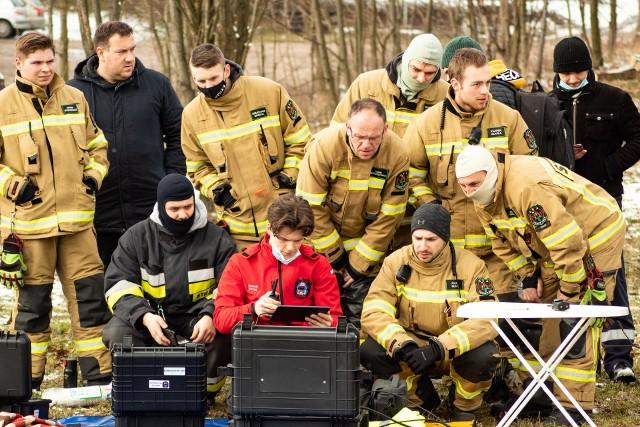 Strażacy z czterech jednostek testowali drony, których chcą wykorzystywać w ratownictwie i poszukiwaniach