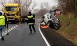 Tragiczny wypadek na drodze krajowej nr 31 koło wsi Owczary. Ciężarówka zderzyła się z samochodem osobowym. Zginęły dwie osoby