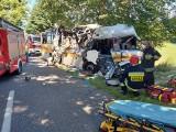 Wypadek w Mierzynie. Zderzenie samochodu osobowego z autobusem. 14.07.2020 r. 3 osoby nie żyją