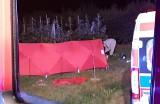 Podwójna tragedia pod Rawą Mazowiecką. 16-latek motocyklem śmiertelnie potrącił pieszego i uciekł. Zginął też 16-letni pasażer ZDJĘCIA