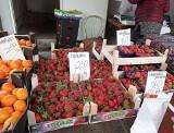 Na targowiskach są już truskawki, ale głównie hiszpańskie. Ceny warzyw i owoców w Kujawsko-Pomorskiem