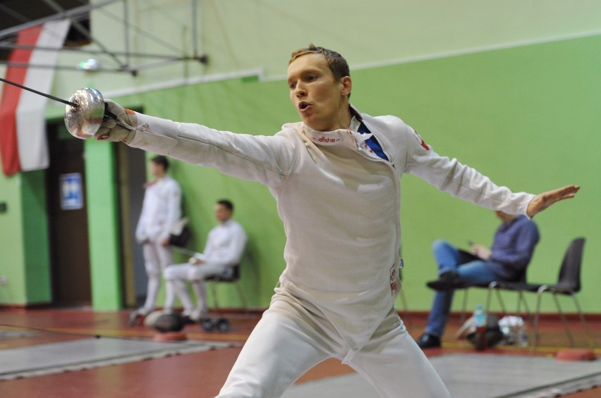Szymon Staśkiewicz (GLSW.15) podczas zawodów szermierczych. Pięcioboista wystartował na ostatnich Igrzyskach Olimpijskich w Rio de Janeiro