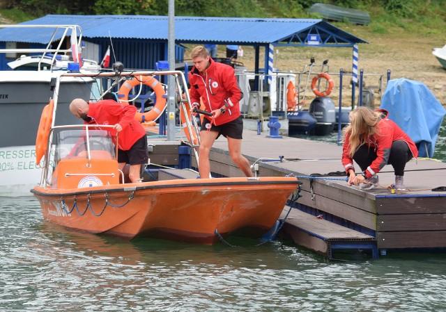 Załoga łodzi ratowniczej szybko może dotrzeć w każde miejsce zalewu solińskiego