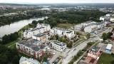Nad zalewem w Kielcach w ciągu paru lat powstało piękne osiedle. Zobaczcie [ZDJĘCIA Z DRONA]