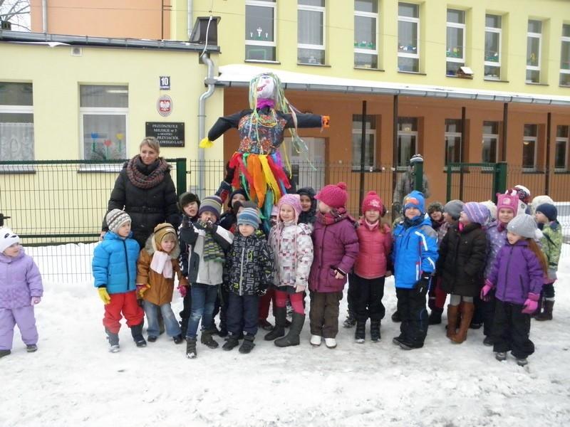 """Przywitanie """"zimowej"""" wiosny przez dzieci z Przedszkola nr 3 w Miastku"""
