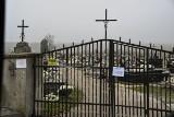Wszystkich Świętych 2020 - historyczny dzień. Zobaczcie co w niedzielę 1 listopada działo się na cmentarzach w Sandomierzu [ZDJĘCIA]