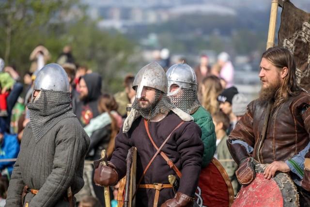 W tym roku nie odbędą się tradycyjne krakowskie wydarzenia. Tak w minionych latach krakowianie obchodzili Emaus i Rękawka