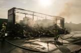 Nocne eksplozje w Ostrołęce. Na drodze spłonęła naczepa samochodu ciężarowego