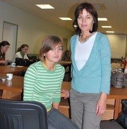 Ostrołęczanka Beata Małkowska (z prawej) i jej córka Ola wierzą, że dzięki wiedzy i umiejętnościom wyniesionym z kursu samoobrony będą czuły się bezpieczniej