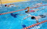 VI Nocny Charytatywny Maraton Pływacki w Krośnie. Pływali siedem godzin, by pomóc chorej Martynce [ZDJĘCIA]