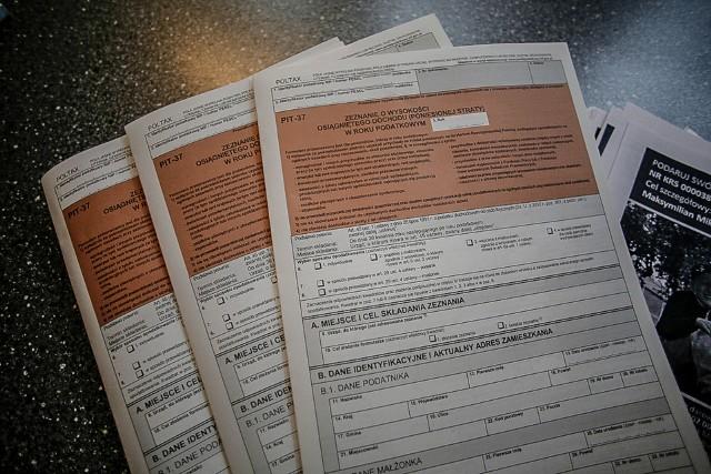 Blisko sześciu na dziesięciu podatników uważa, że roczne rozliczenie z urzędem skarbowym jest bardzo łatwe lub raczej łatwe.