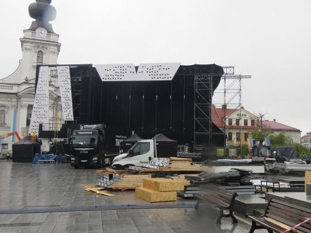 Wadowice. Piątek (16.10.2020).Przygotowania do koncertu z okazji 100-lecia urodzin Jana Pawła II. Od soboty miasto będzie już w czerwonej strefie Covid-19