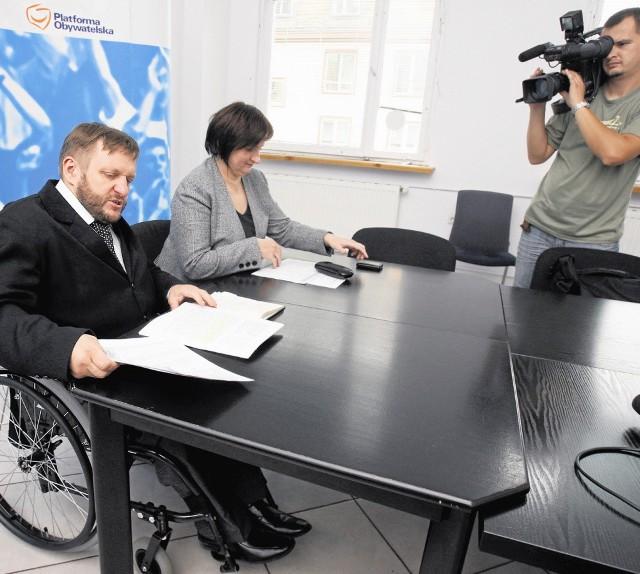 Posłowie Platformy Obywatelskiej z Wrocławia (na zdjęciu Sławomir Piechota i Barbara Zdrojewska) wynajmują biura przy ul. Oławskiej