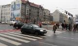 W Łodzi zielone światło świeci się tak krótko, że piesi nie mogą bezpiecznie przejść przez jezdnię