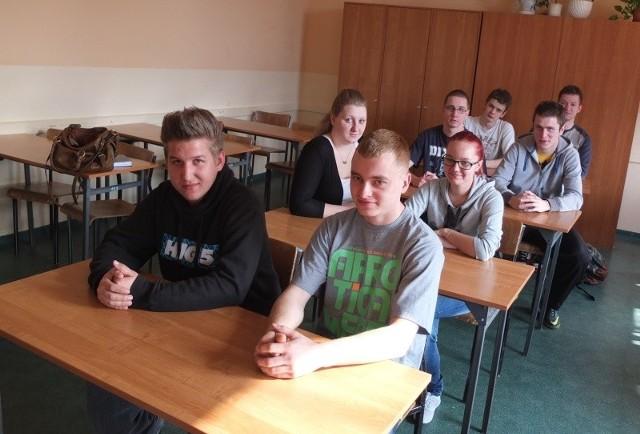 Przyszli logistycy, uczniowie ostatniej klasy technikum w ZSZ im. S. Staszica w Opolu. Większość chciałaby podjąć pierwszą pracę w kraju. Niektórzy mają nawet wytypowane konkretne firmy w regionie.