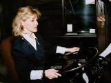 Jest legendą, pierwszą kobietą w Polsce, która zasiadła za kierownicą autobusu. Spełniła marzenia, innym paniom przetarła szlak